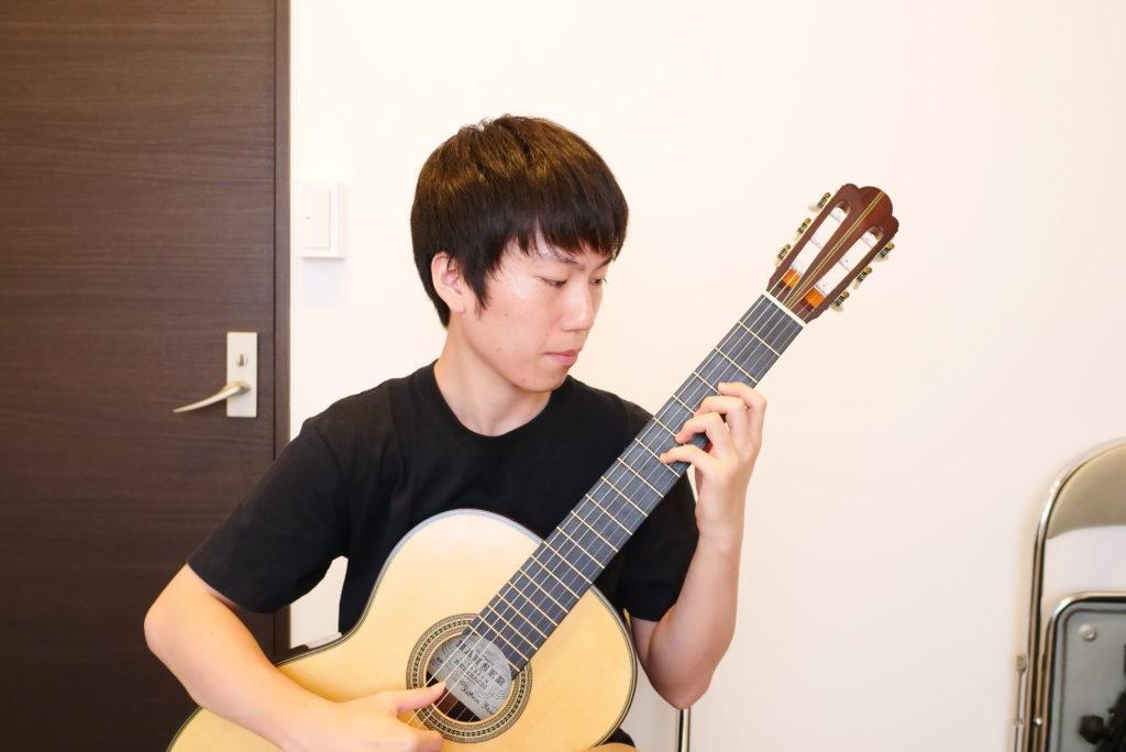 弾く で ギター 指