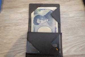アブラサスの薄い財布お札いれた状態
