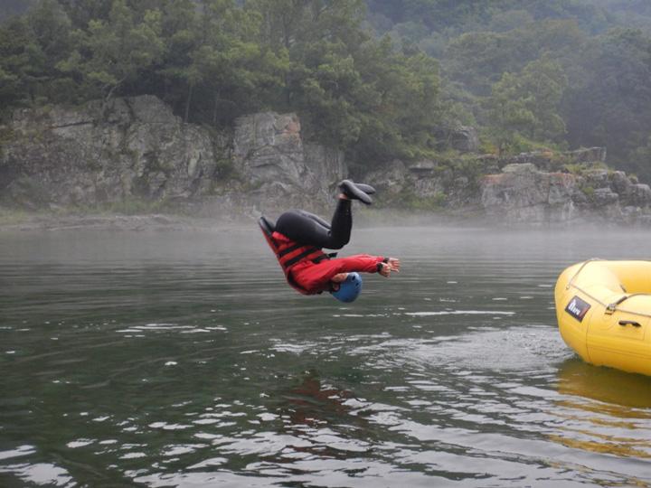 ボートから前転ジャンプ