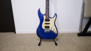ZHRUNSのギタースタンドにエレキギター乗せてみた