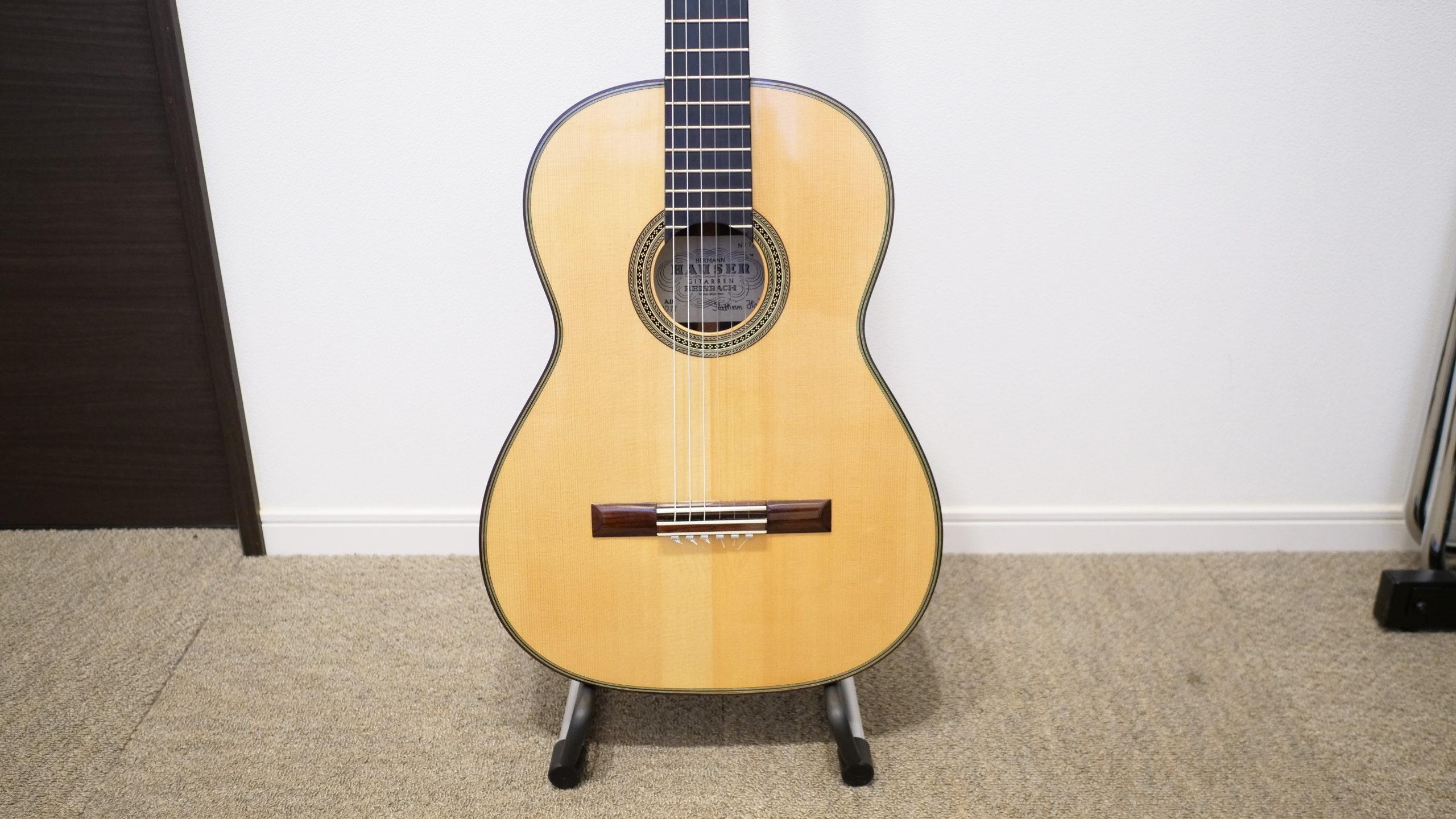 ZHRUNSのギタースタンドにクラシックギター乗せてみた
